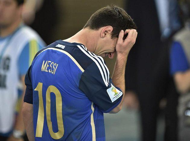 Smutný Argentinec Lionel Messi po finále MS s Německem.