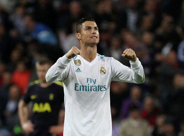 Cristiano Ronaldo oslavuje svoji trefu v utkání proti Tottenhamu.