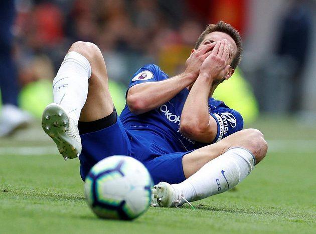 Zraněný Cesar Azpilicueta z Chelsea.