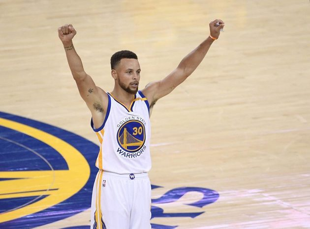 Jeden z lídrů Golden State Stephen Curry (30).