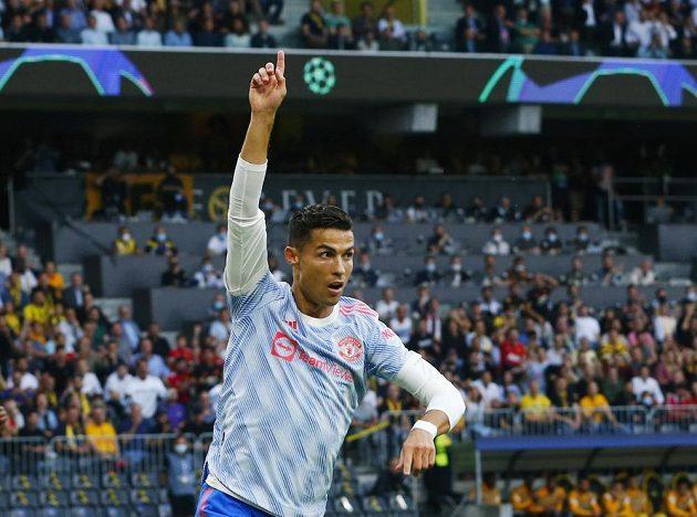 Fotbalista Manchesteru United Cristiano Ronaldo oslavuje gól v Lize mistrů proti Young Boys Bern.