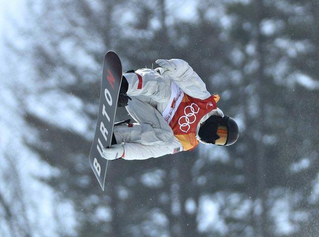 Hvězdný americký snowboardista Shaun White jasně ovládl kvalifikaci v U-rampě a ve středu bude usilovat o třetí olympijské zlato.