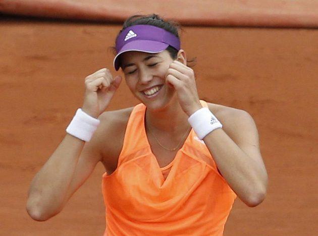 Španělka Garbine Muguruzaová se raduje z vyřazení Sereny Williamsové.