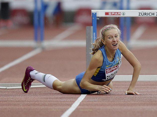 Pro Ukrajinku Hannu Ryžykovovou skončil v Curychu rozběh závodu na 400 metrů překážek bolestivým pádem přes překážku.