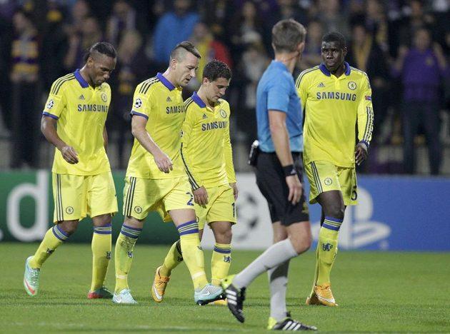 Zklamaní fotbalisté Chelsea po konci zápasu s Mariborem, který skončil 1:1.