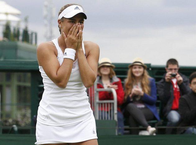Portoričanka Monica Puigová jako by výhře nad favorizovanou Italkou Sarou Erraniovou na Wimbledonu ani nechtěla věřit.
