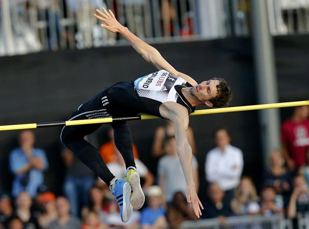 Ukrajinský výškař Bohdan Bondarenko zvítězil v Lausanne výkonem 240 cm.
