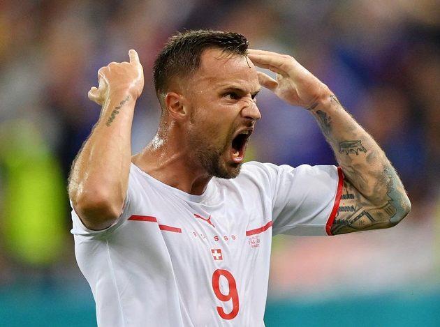 Střelec švýcarského gólu Haris Seferovič se raduje.