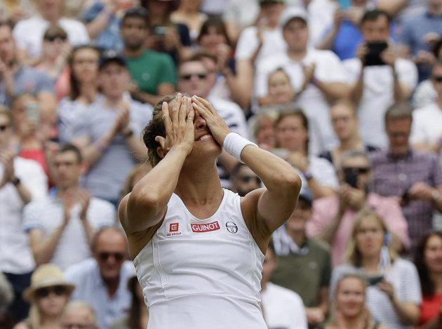 Chvíle štěstí. Barbora Strýcová je v semifinále Wimbledonu.