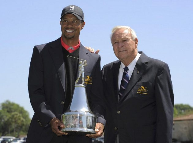 Trofej pro vítěze turnaje v Orlandu předávala Tigeru Woodsovi golfová legenda Arnold Palmer, po němž je turnaj pojmenován.