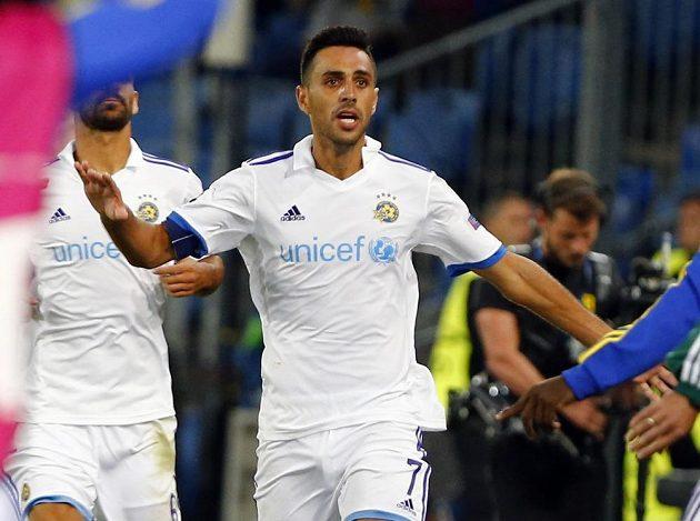 Útočník Maccabi Tel Aviv Eran Zahavi se raduje z gólu proti Basileji v úvodním duelu play off Ligy mistrů.