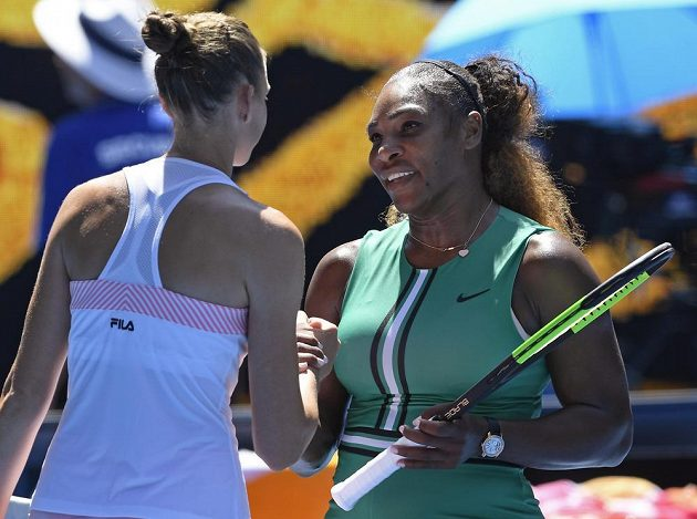 Po utkání si mohla Karolína Plíšková vyslechnout od Sereny Williamsové gratulace k postupu.