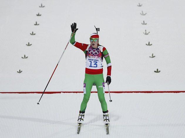 Darja Domračevová z Běloruska krátce po dojezdu do cíle vytrvalostního závodu na 15 km v Soči.