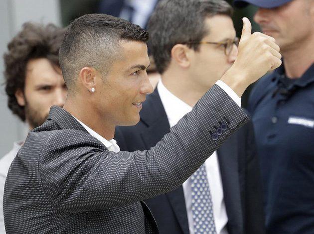 Portugalec Cristiano Ronaldo zdraví fanoušky Juventusu.