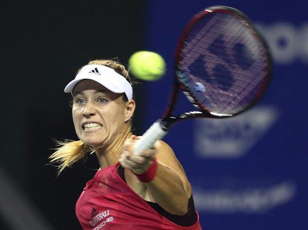 Tenistka Karolína Plíšková prohrála ve čtvrtfinále na turnaji v Tokiu duel bývalých světových jedniček, Němce Angelique Kerberové (na snímku) podlehla 6:7, 5:7.