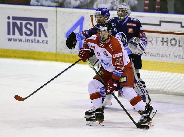 Olomoucký hokejista David Ostřížek autor první branky.