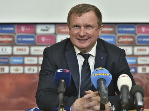 Trenér fotbalové reprezentace Pavel Vrba oznámil nominaci na letní mistrovství Evropy.