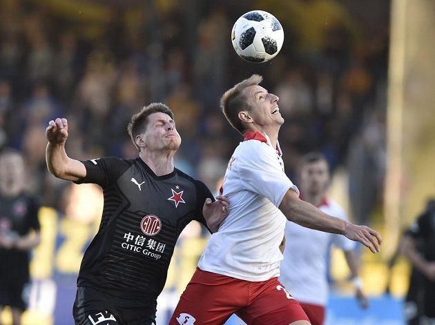 Lukáš Masopust ze Slavie a Josef Hnaníček ze Zlína v akci během utkání první fotbalové ligy.