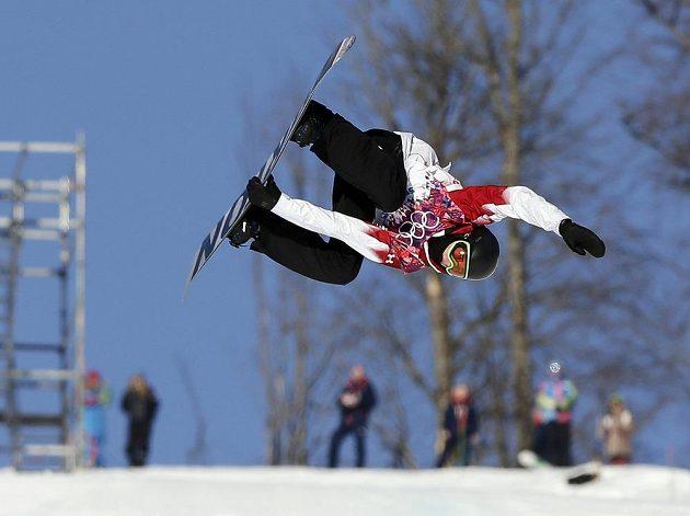 Krkolomný trik Kanaďana Marka McMorrise při semifinále slopestylu.
