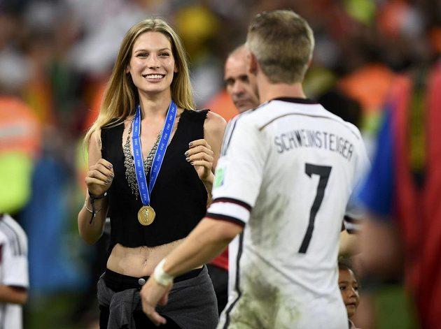 Bastian Schweinsteiger a jeho přítelkyně Sarah Brandnerová.