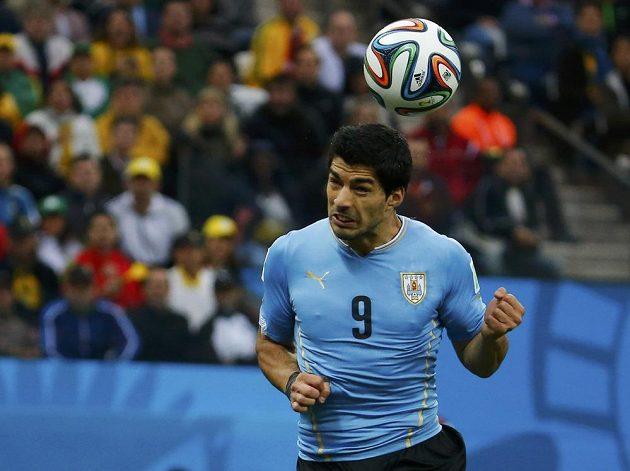 Luis Suárez hlavou zařídil vedení Uruguaye.