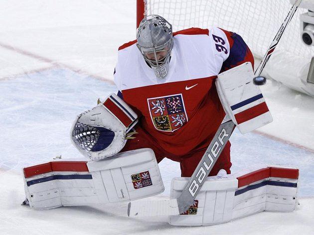 Brankář Pavel Francouz v olympijském čtvrtfinále proti USA.