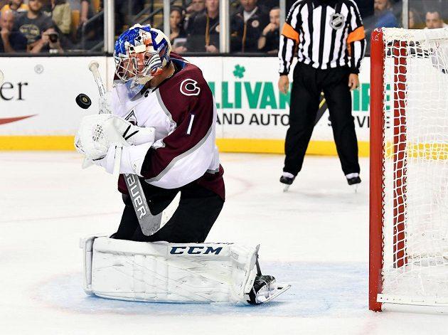 Ruský brankář Colorada Semjon Varlamov vychytal proti Bostonu čisté konto.