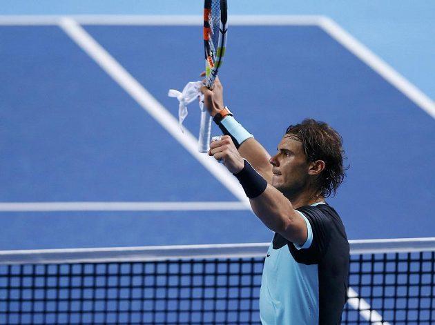 Druhou půli zápasu s Lukášem Rosolem byl Rafael Nadal jako vyměněný a nakonec po velkém boji zvítězil ve třech setech 1:6, 7:5, 7:6 (7:4).
