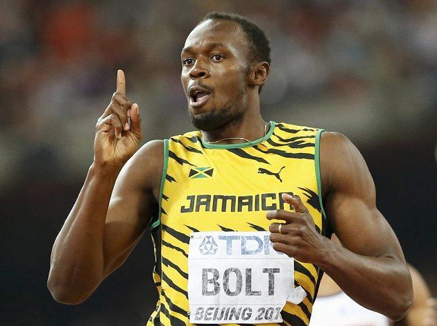 Jamajský sprinter Usain Bolt se raduje z vítězství na trati 200 metrů.