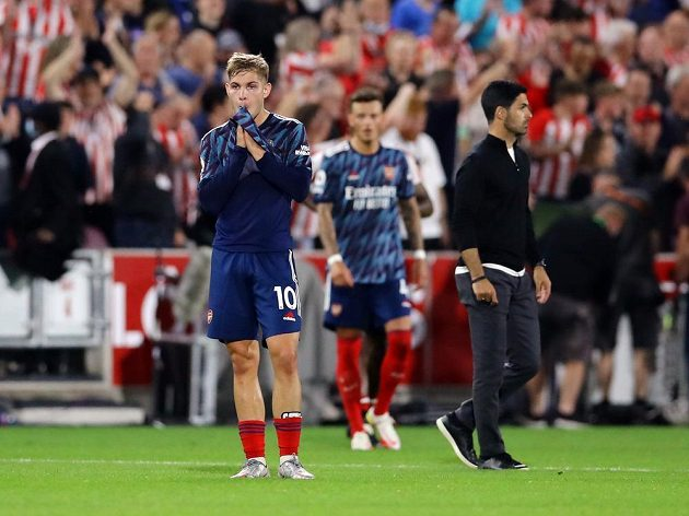 Výkon fotbalistů Arsenalu v prvním kole anglické ligy, ve kterém londýnský celek nečekaně prohrál 0:2 s nováčkem z Brentfordu, zkritizoval i prezident Rwandy. Ten vidí chybu v manažeru Artetovi a přestupové politice klubu.