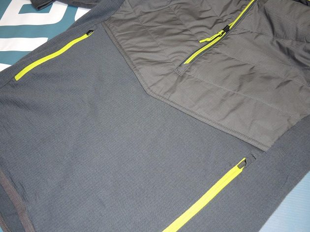 Icebreaker Ellipse Long Sleeve Half Zip Hood: K dispozici jsou také dvě prostorné kapsy na zip.