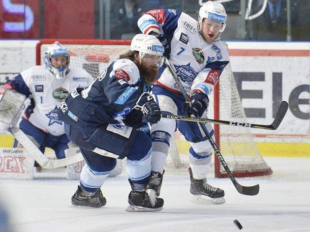 Zleva brankář Brna Marek Čiliak, Ryan Hollweg z Plzně a Tomáš Bartejs z Brna.