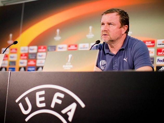 Trenér fotbalové Viktorie Plzeň Pavel Vrba na tiskové konferenci před utkáním Evropské ligy.