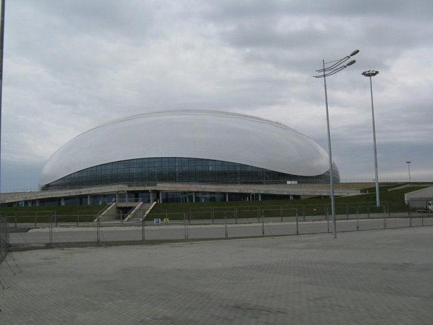 Hokejová Bolšoj aréna v Soči za dne.