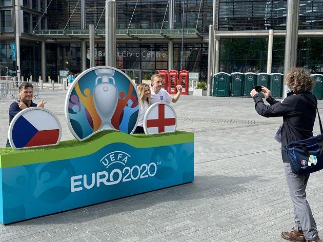 Je libo fotečku před Wembley...?