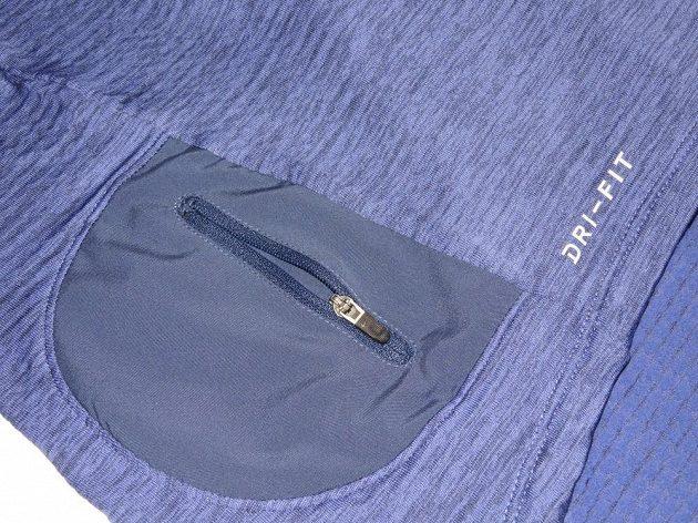 Běžecká mikina Nike Therma Sphere Element: Detail malé boční kapsičky.