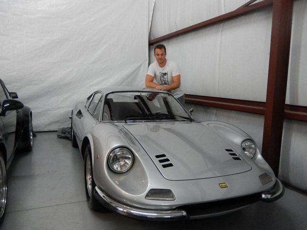 Pavel Kubina se svým Ferrari Dino 246 GT z roku 1971.
