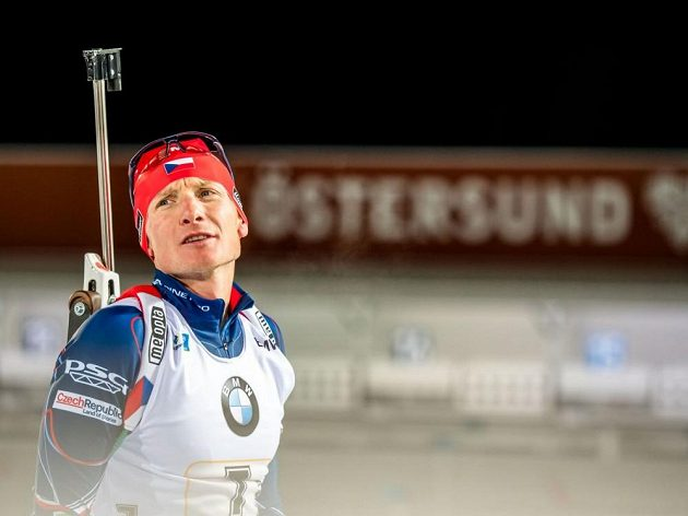 Český biatlonista Ondřej Moravec během závodu Světového poháru ve švédském Östersundu.