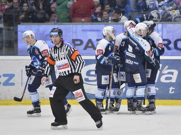 Plzeňští hokejisté se radují z gólu proti Zlínu.