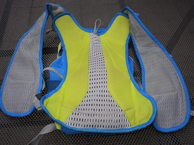 Běžecký batoh/běžecká vesta CamelBak Ultra 10 - dobrá ventilace na všech místech.