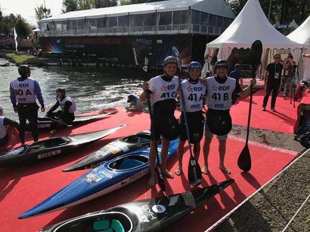 Kajakáři (zleva) Vít Přindiš, Jiří Prskavec, Ondřej Tunka a triumfovali na MS v závodě hlídek.