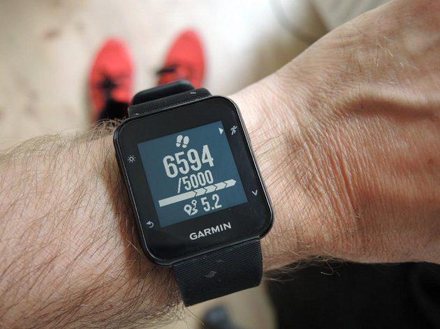 Sportovní hodinky Garmin Forerunner 35: Průběžné sledování denní aktivity - plán byl překročen, nachodil jsem už 5,2 km.