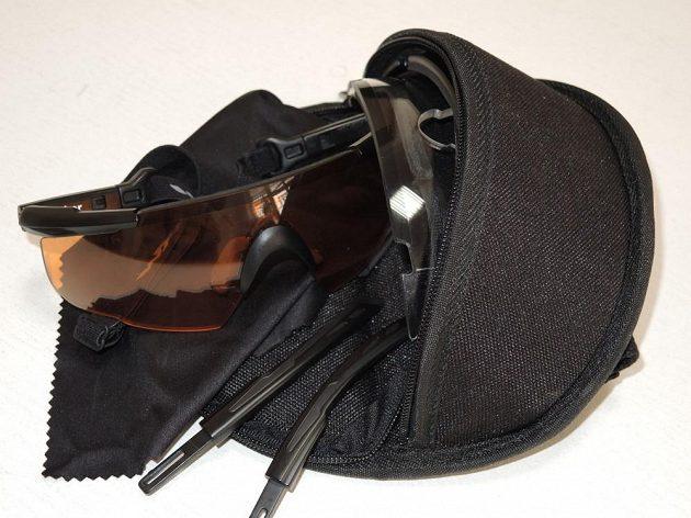 Brýle Wiley X Saber Advanced: K brýlím dostanete i šikovné pouzdro a čisticí hadřík.