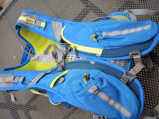 Běžecký batoh/běžecká vesta CamelBak Ultra 10 - kapes je opravdu dost a dost.