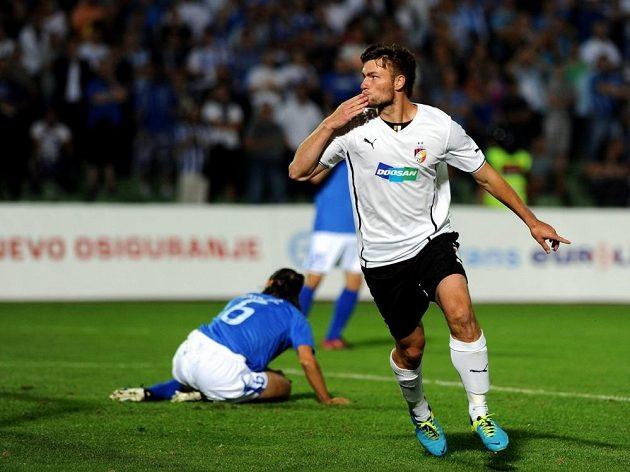Radost plzeňského útočníka Tomáše Wágnera ze vstřelení gólu na hřišti Željezničaru v odvetném utkání 2. předkola Ligy mistrů.