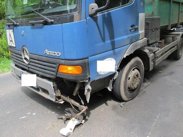 Nákladní automobil dopadl podstatně lépe, škoda byly vyčíslena na 50 tisíc korun.