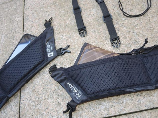 Běžecké pouzdro Binder Jogger od Mask Gear pobere i větší telefon a rozměrnější peněženku.
