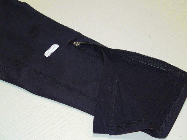 Běžecké legíny Mizuno Breath Thermo Tights: Nohavice jsou rozepínatelné.