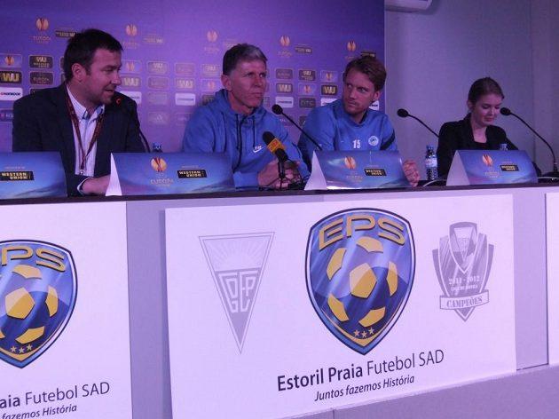 Tisková konference Slovanu v Estorilu - zleva tiskový mluvčí Lukáš Váňa, trenér Jaroslav Šilhavý a kapitán Radoslav Kováč.