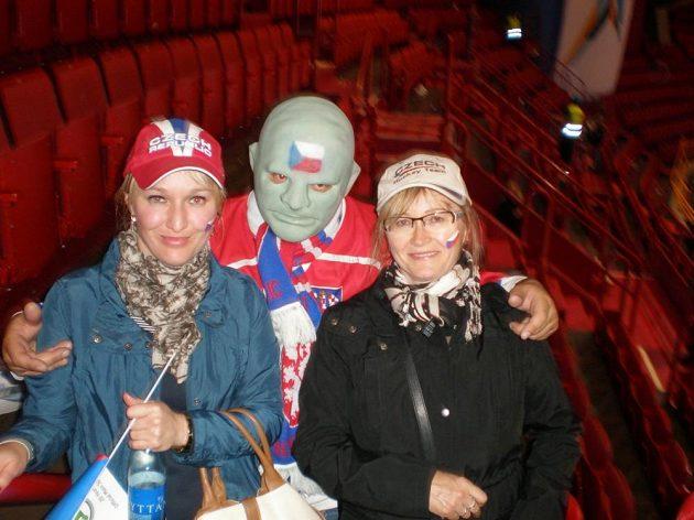 Sandra Jounová neholduje jen běhání. S Fantomasem se potkala na hokeji.